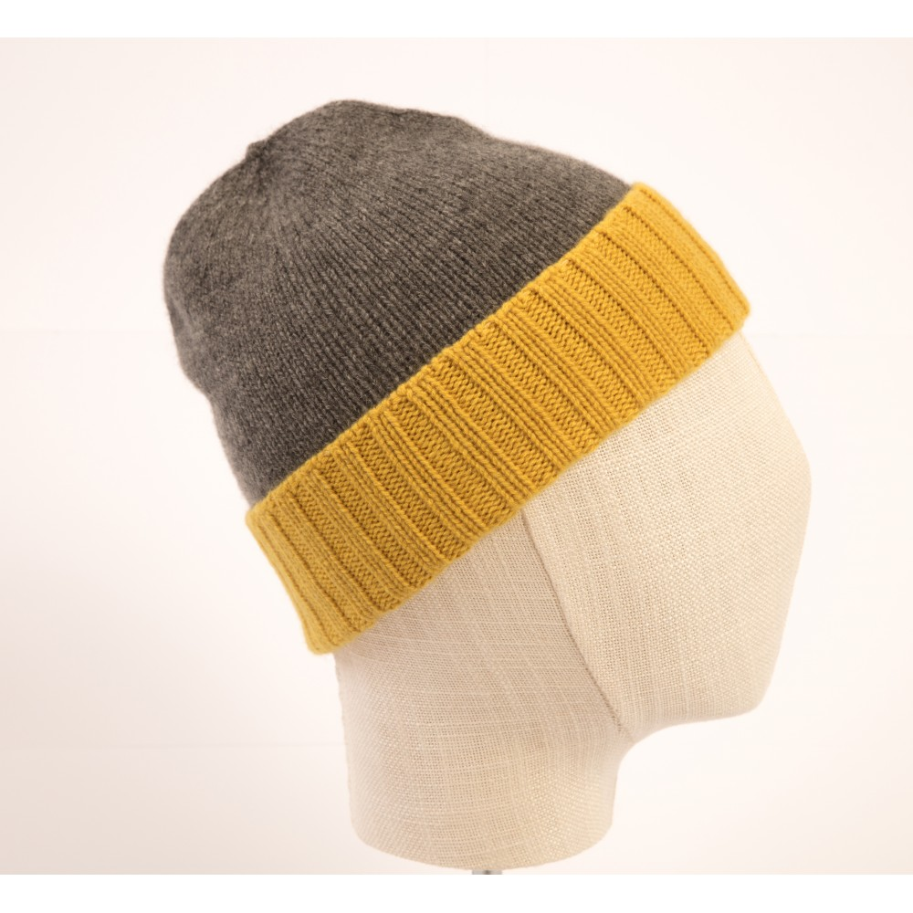 ab1687833c0 PURE CASHMERE TWO-COLOURED BEANY MEDIUM GREY   DARK YELLOW. Loading zoom